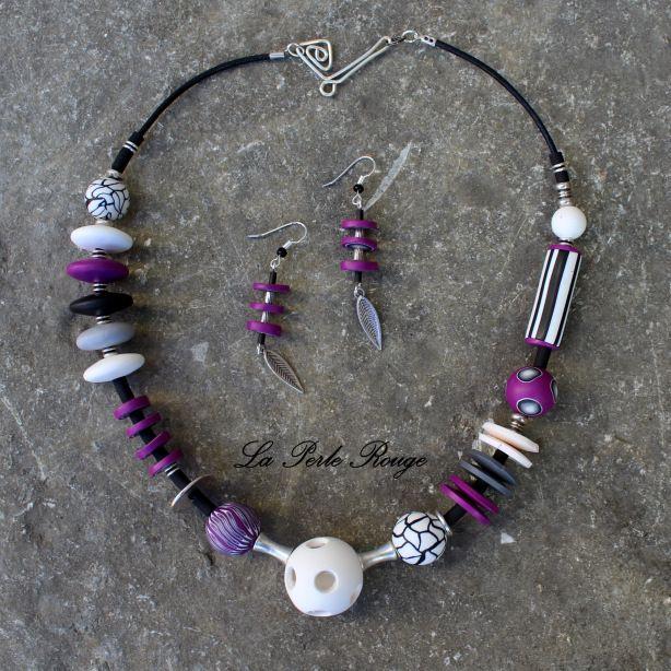 Parure collier asymétrique fushia, noir et blanc, perles pâte polymère et argent.