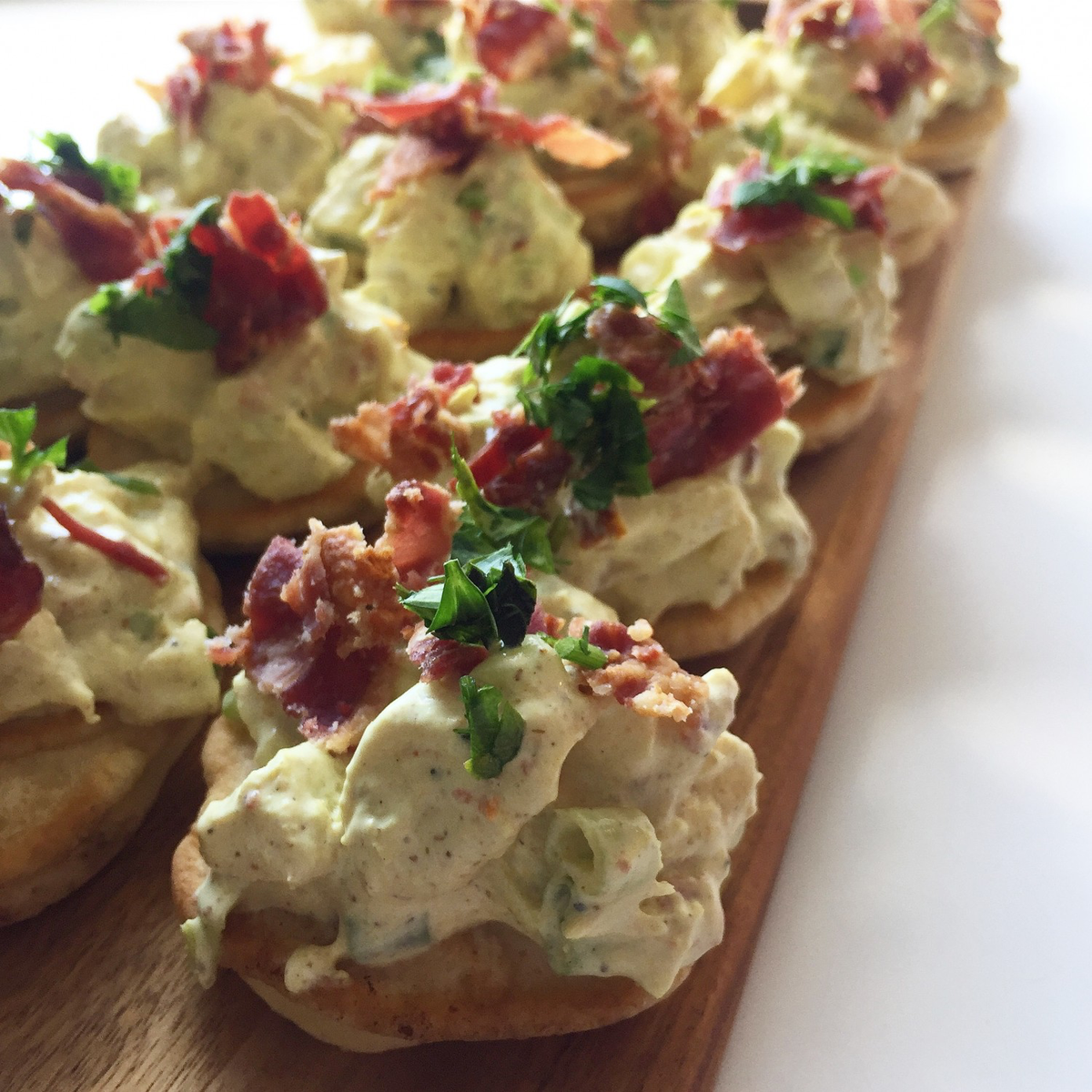 Blinis med hønsesalat - så gode til forret eller tapas | Mummum.dk #tapasideer