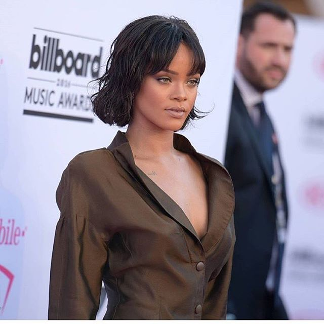 @badgalriri was killing the red carpet #billboardmusicawards2016 #rihanna #anti #antiworldtour #positivepaps #247papstv