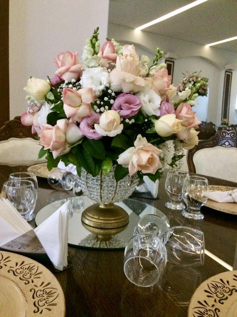 Delicado Arranjo Floral Para Mesa Dos Convidados Arranjos De