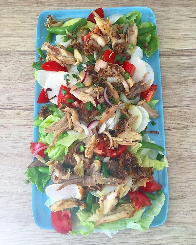 Fridge raid salad {leftover roast chicken, green beans and salady stuff}