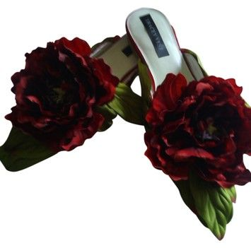 Tracey Vest Red Peony Shoe