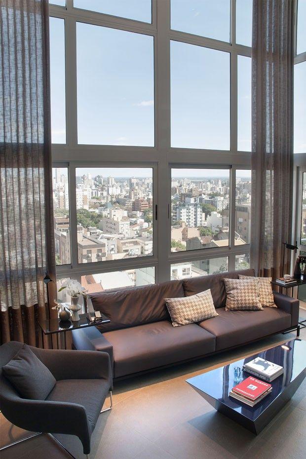Muitos tons de cinza em um loft elegante houses decor for Cortinas departamentos pequenos