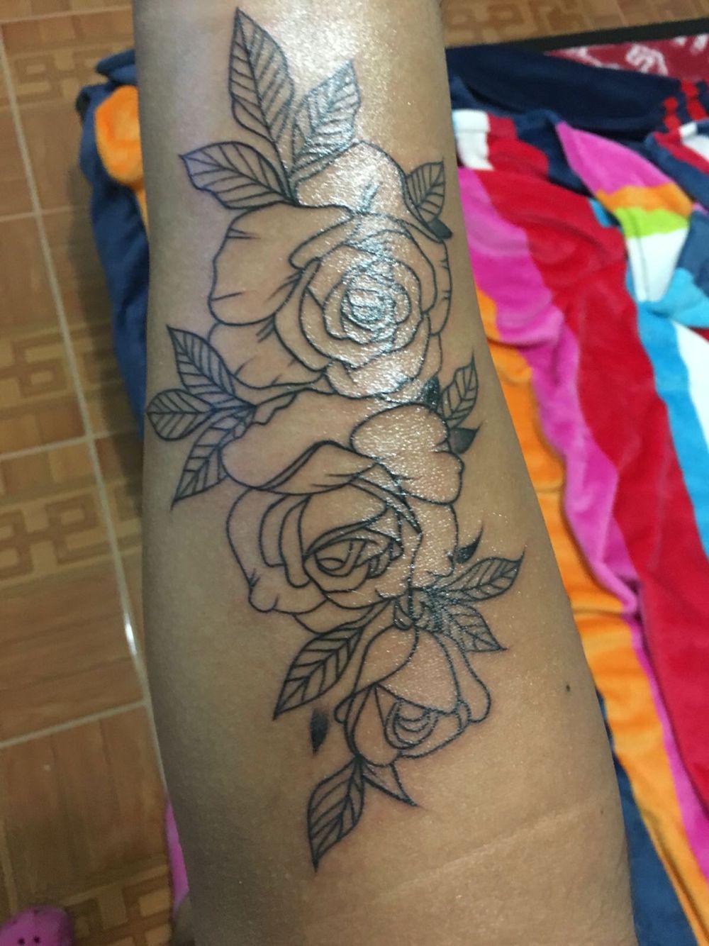 Rosas Y Delineado Tatuaje Tailandes Rosas Delineados