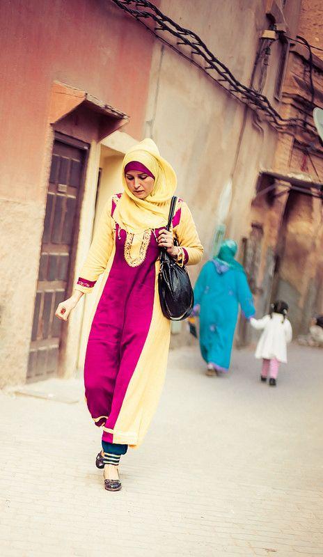 Cauta? i femeie in Marrakech)