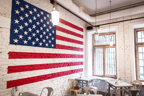 American Flag on brick wall. | Décor with: "|600|400|?|0dead1c9080660ec44944a66e4966af3|False|UNLIKELY|0.3680388629436493