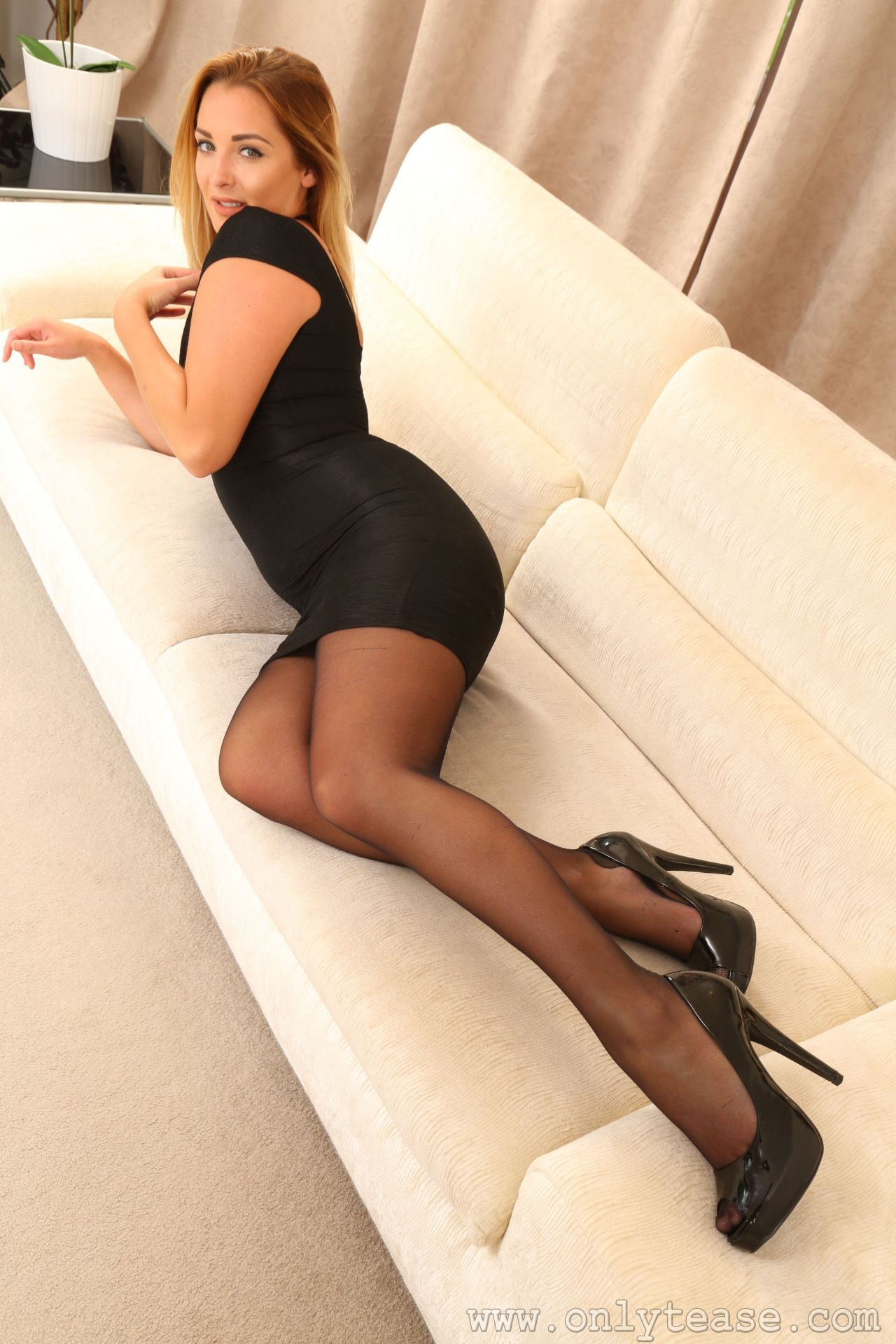 Please me in pantyhose
