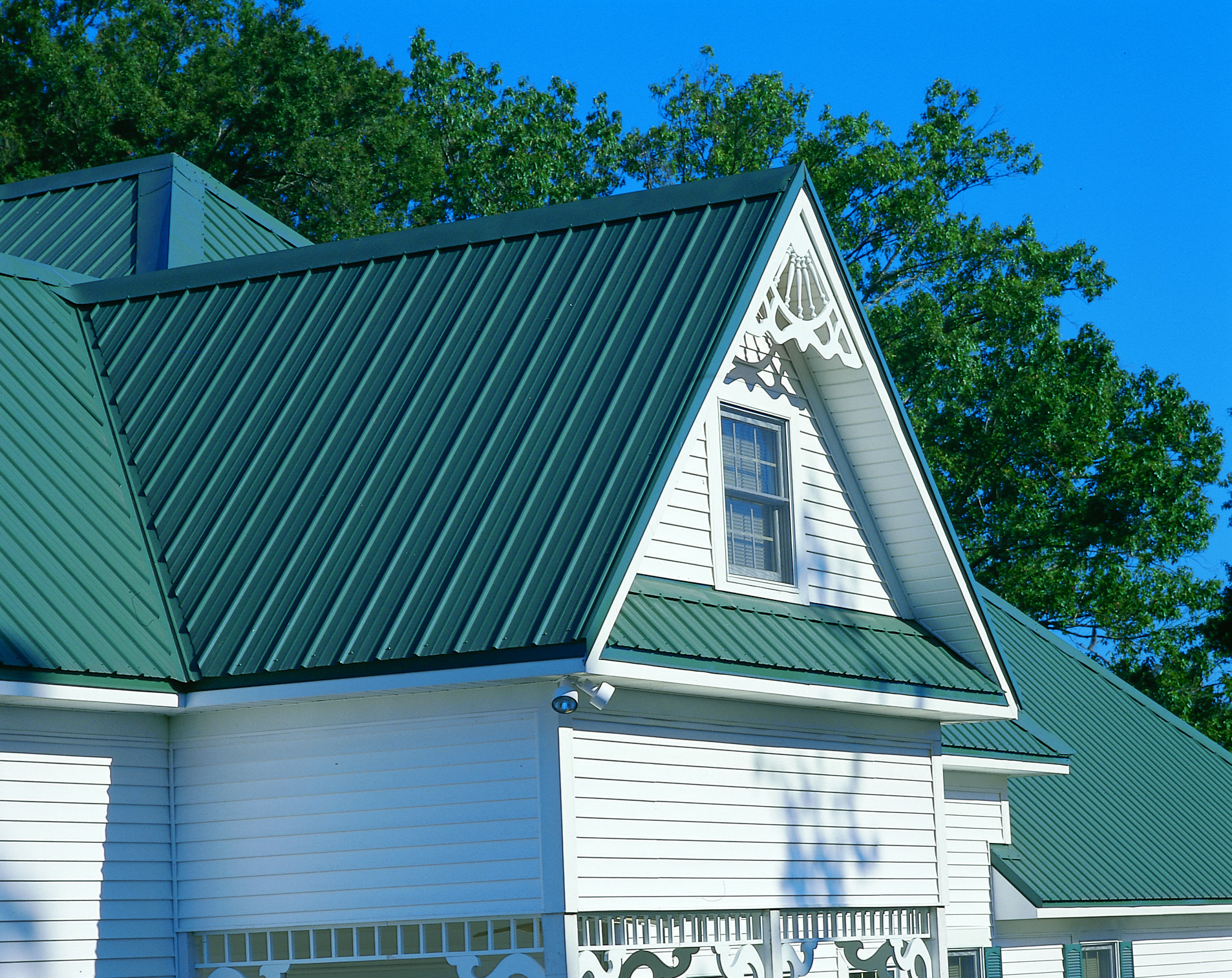 Metal Roof Colors Max Rib Panel In Evergreen Metal Roof Green Roof House Residential Metal Roofing