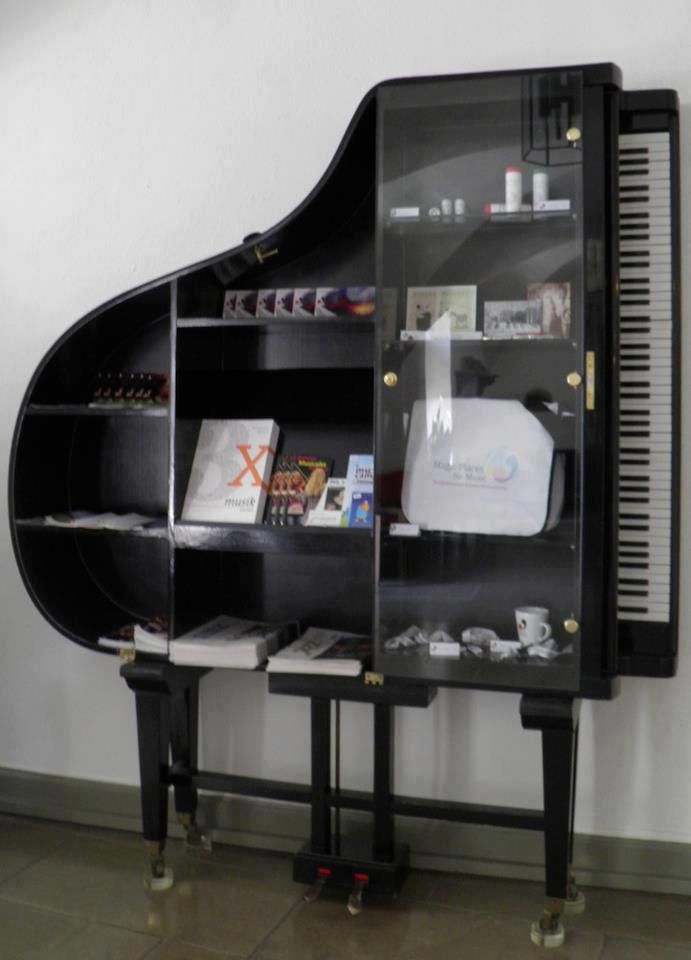 home pinterest glast ren regal und klavier. Black Bedroom Furniture Sets. Home Design Ideas