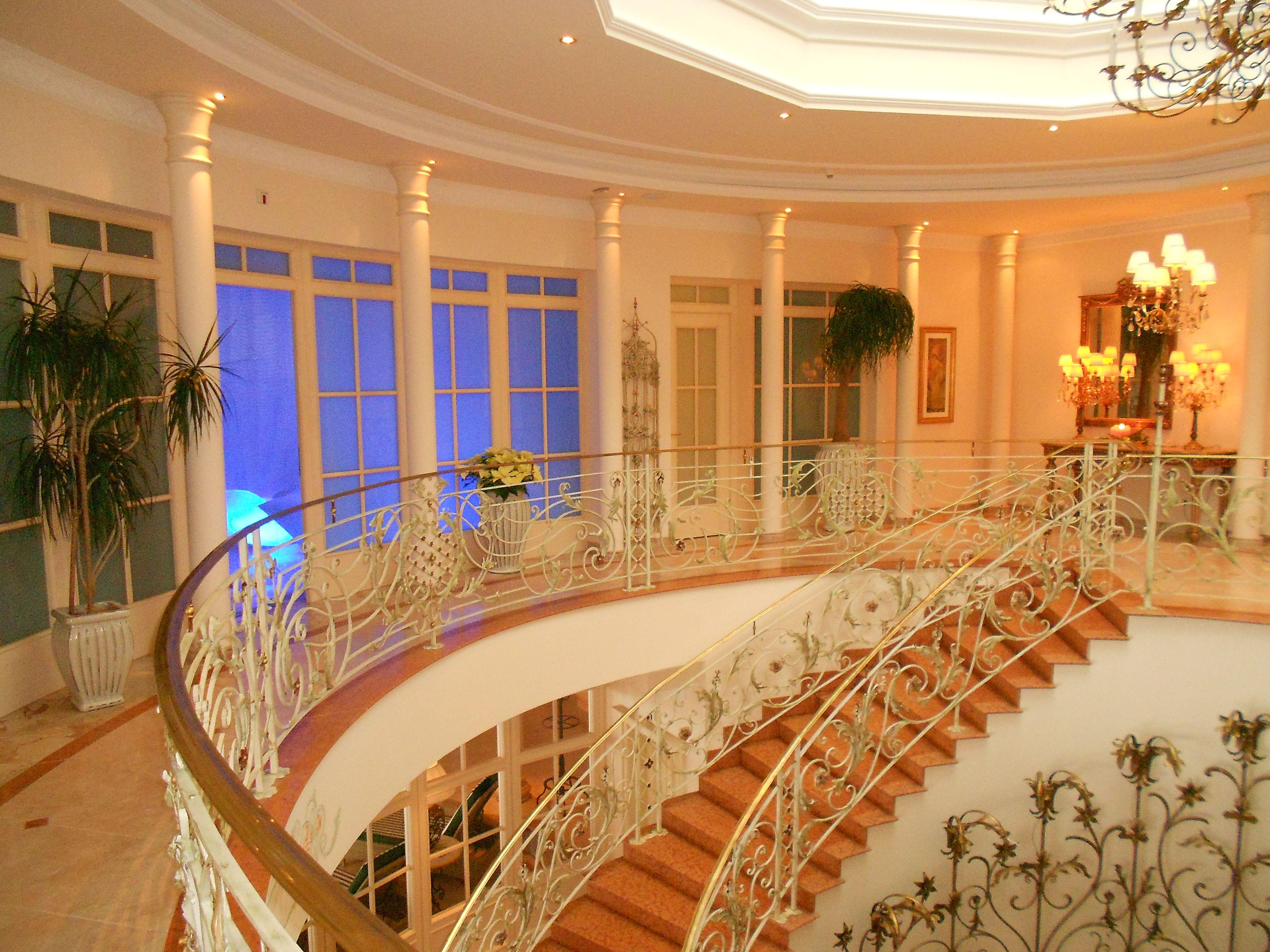 Schleuse zum Außenpool Interalpen Hotel Tyrol in Austria Luxury Hotels & Spas Pinterest