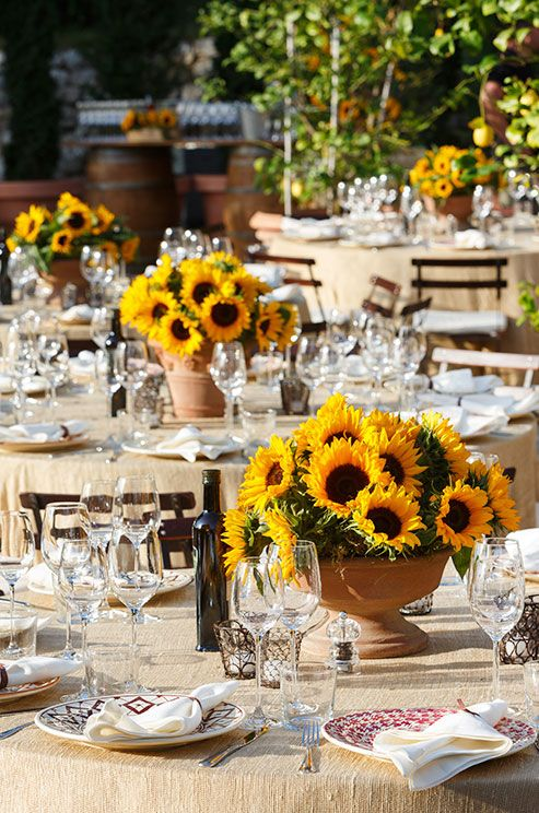 Choose local flowers to ensure optimum freshness. This is a very sustainable approach and will also keep costs to a minimum. #WeddingCenterpieces #SummerWedding