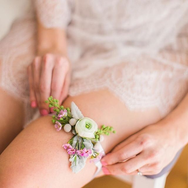 Funny Wedding Garters: Who Else Is Obsessed With This Fun DIY Floral Garter