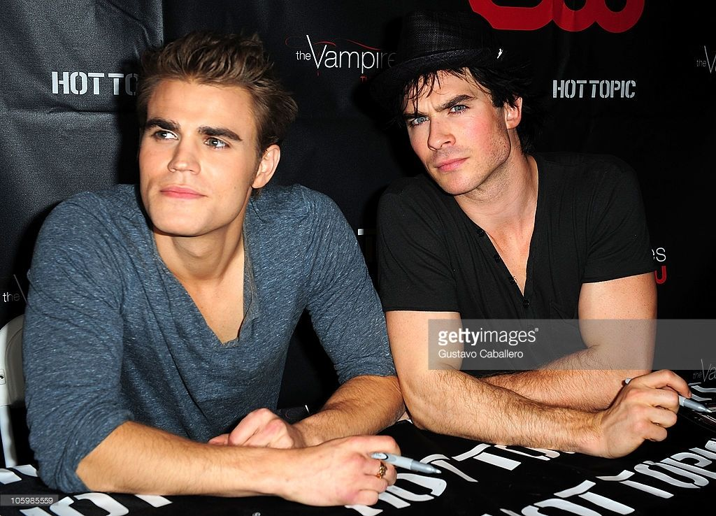 Vampire diaries season 2 cast tour vampire diaries seasons actors paul wesley and ian somerhalder meet and greet fans at vampire diaries season 2 cast m4hsunfo