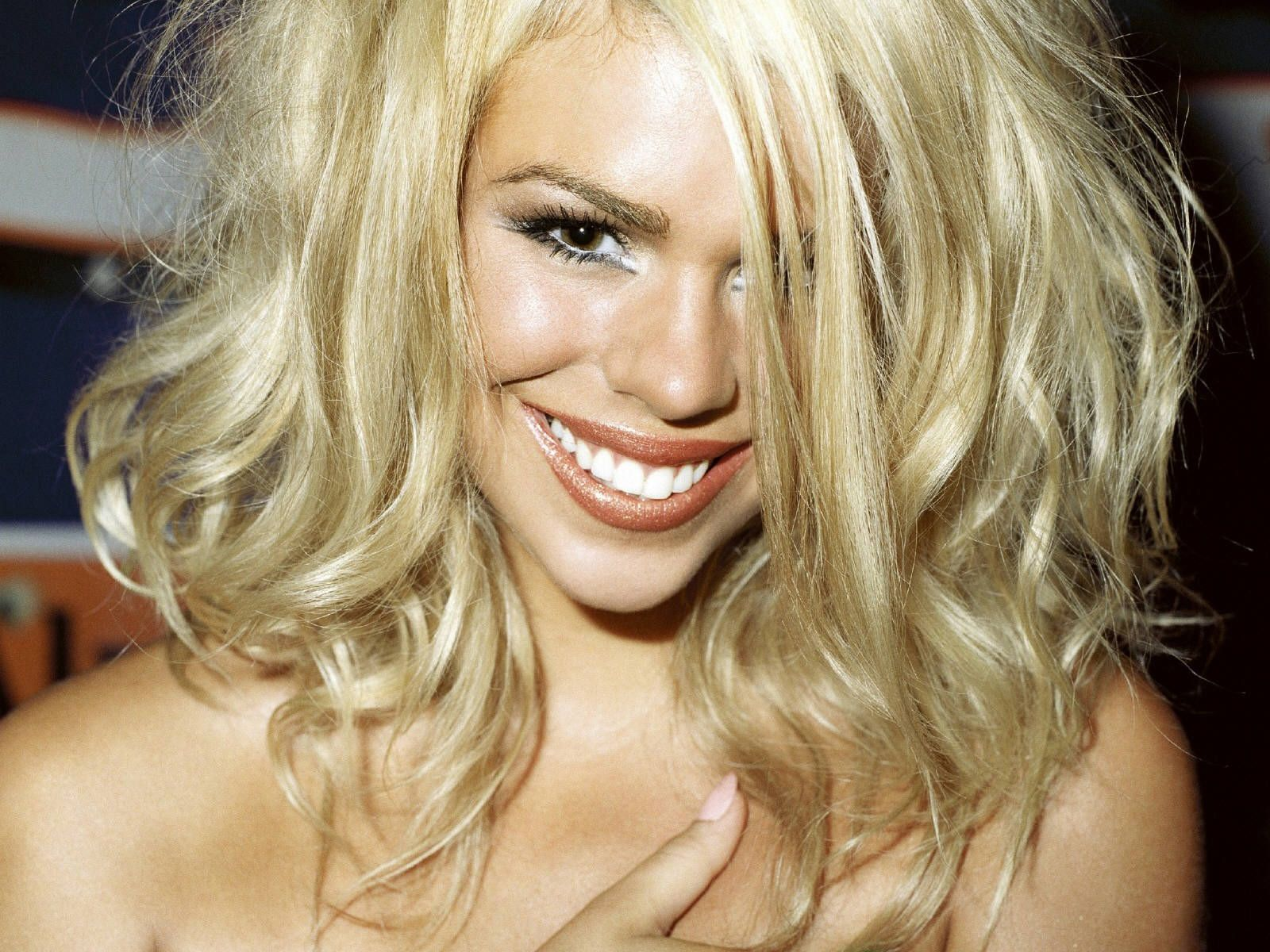 Billie Piper is so hot she could weld with that smile
