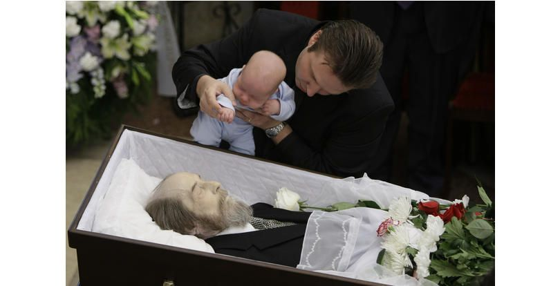 32 photos of celebrity open casket funerals that will shock you