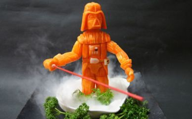 So a sushi chef carved Darth Vador (and others) out of veggies. Kickass! Altho, I don't know if I could eat a Vador carrot...