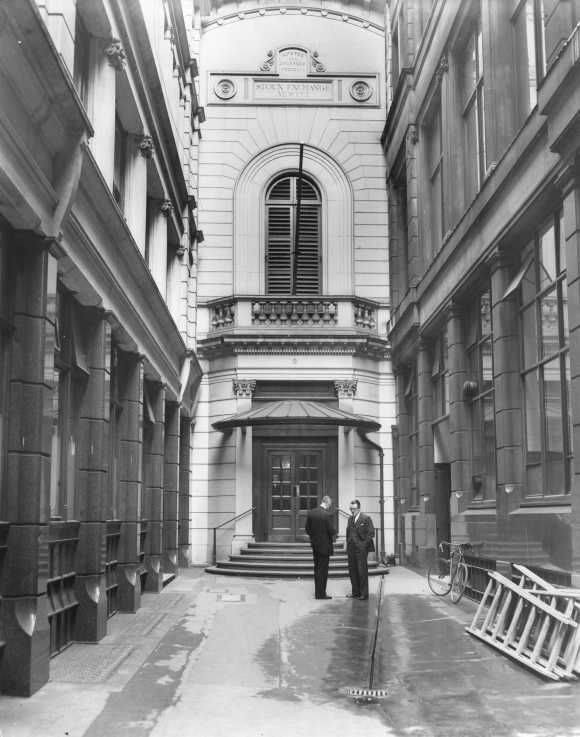 Iconic And Historic Photos Of London Stock Exchange London Stock Exchange Stock Exchange London Photos