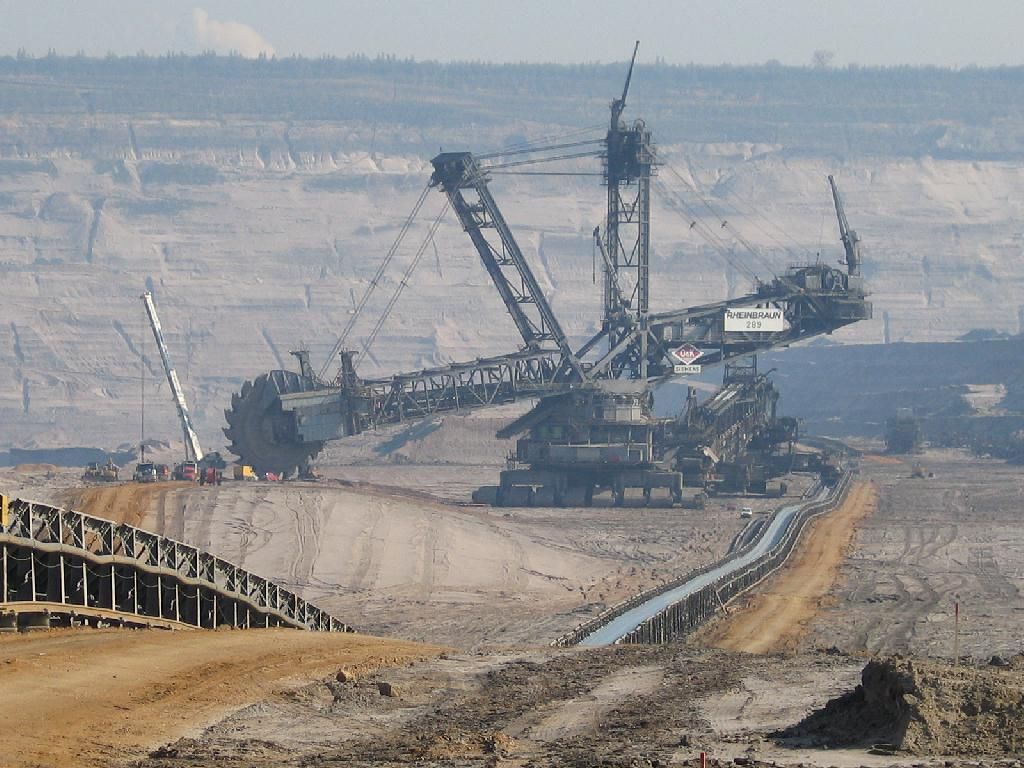 The World S Largest Excavator What An Outstanding Piece Of Engineering The Amount Of Earth This Thing Moves Is Amaz Excavator Heavy Truck Heavy Equipment