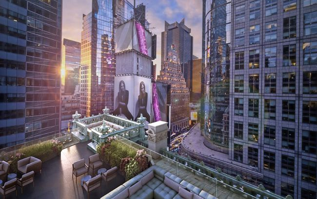 New Hotels In 2017 The Rooftop Lounge At Knickerbocker Overlooks Times Square A Related Article On Best Time To Visit Nyc