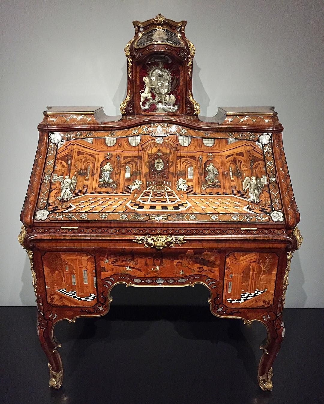 Barock Möbel Mannheim This Desk Is The Greatest Piece Ever Made By Abraham