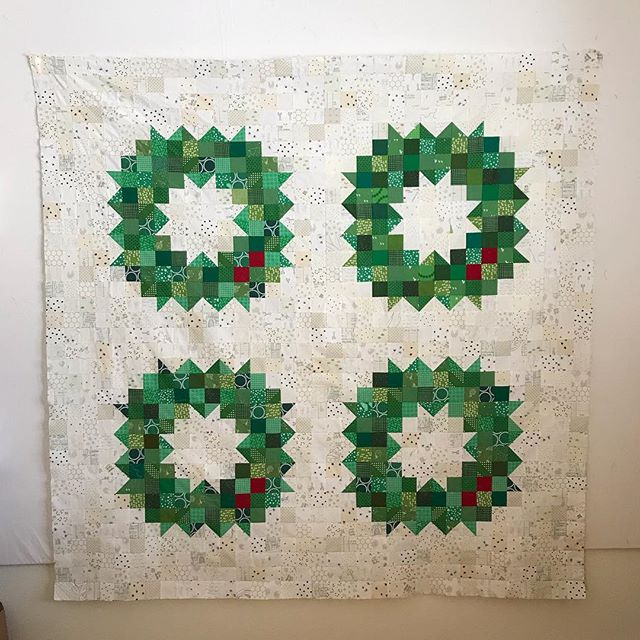Patchworkwreath Scrappy Christmas Wreath Quilt Free Pattern Tutorial Quilt Blocks Patchwork Quilts Quilts