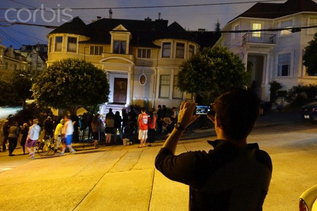 People gather at 'Mrs. Doubtfire' house memorial for Robin Williams - 42-61192912 - Rights Managed - Stock Photo - Corbis