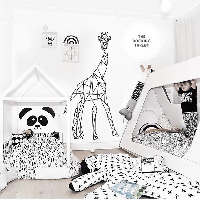 Kinderzimmer In Schwarz Weiss Mit Bildern Kinder Zimmer Kinderzimmer