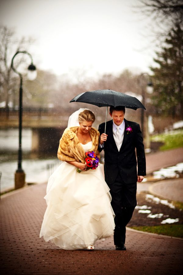 A little snowfall for good luck? Photo by Chicago based wedding photographer Kevin Weinstein | via junebugweddings.com