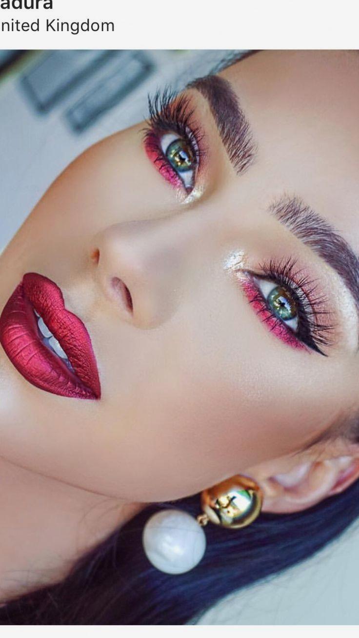 Línea roja debajo de los ojos con maquillaje de labios rojos #lip #lipmakeup #Makeup #red