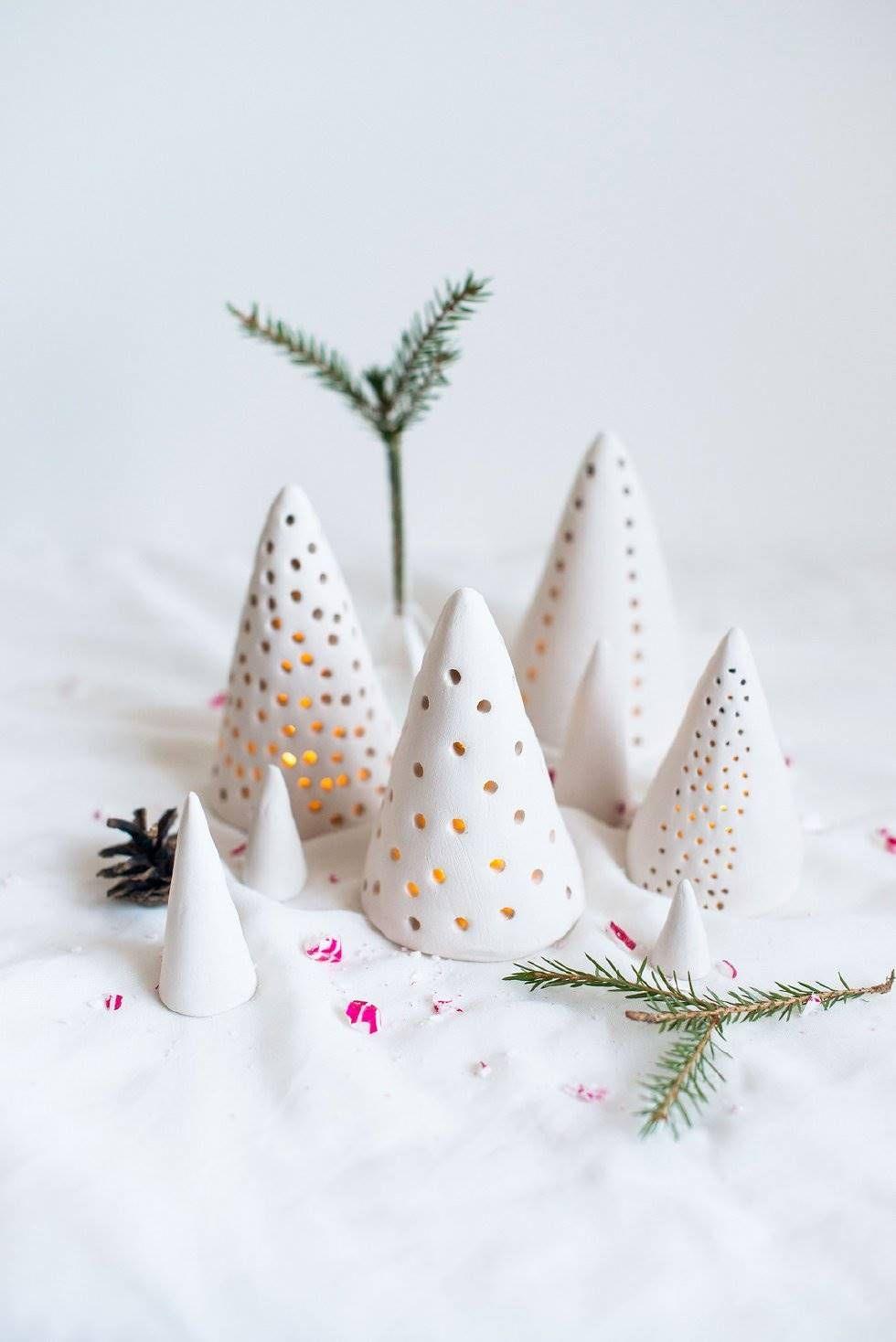 Bolas De Navidad Bañadas En Pintura Manualidades Navideñas Manualidades Arcilla De Navidad