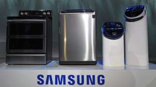 "Image copyright                  Getty Images                                                     Samsung has confirmed it is in talks with US consumer watchdogs after a lawsuit against the firm over ""exploding"" washing machines.  The Consumer Product Safety Commission (CPSC) warned of problems with some of Samsung's top-load machines.  It comes a"