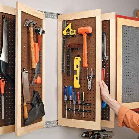 Usa este ingenioso sistema de tablero perforado (pegboard) para almacenar herramientas.