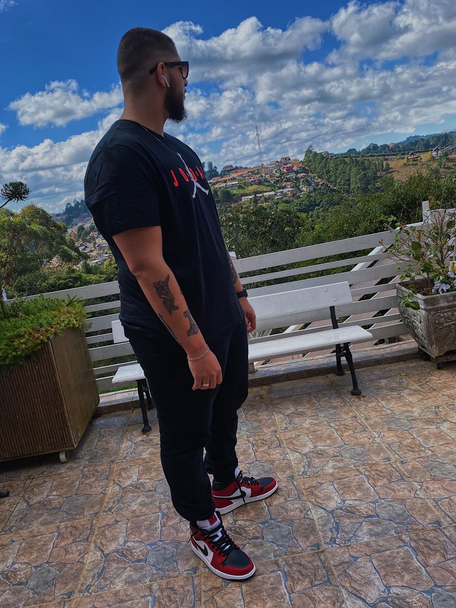 Air Jordan 1 Mid Chicago Black Toe   Camisetas jordan, Air jordan ...