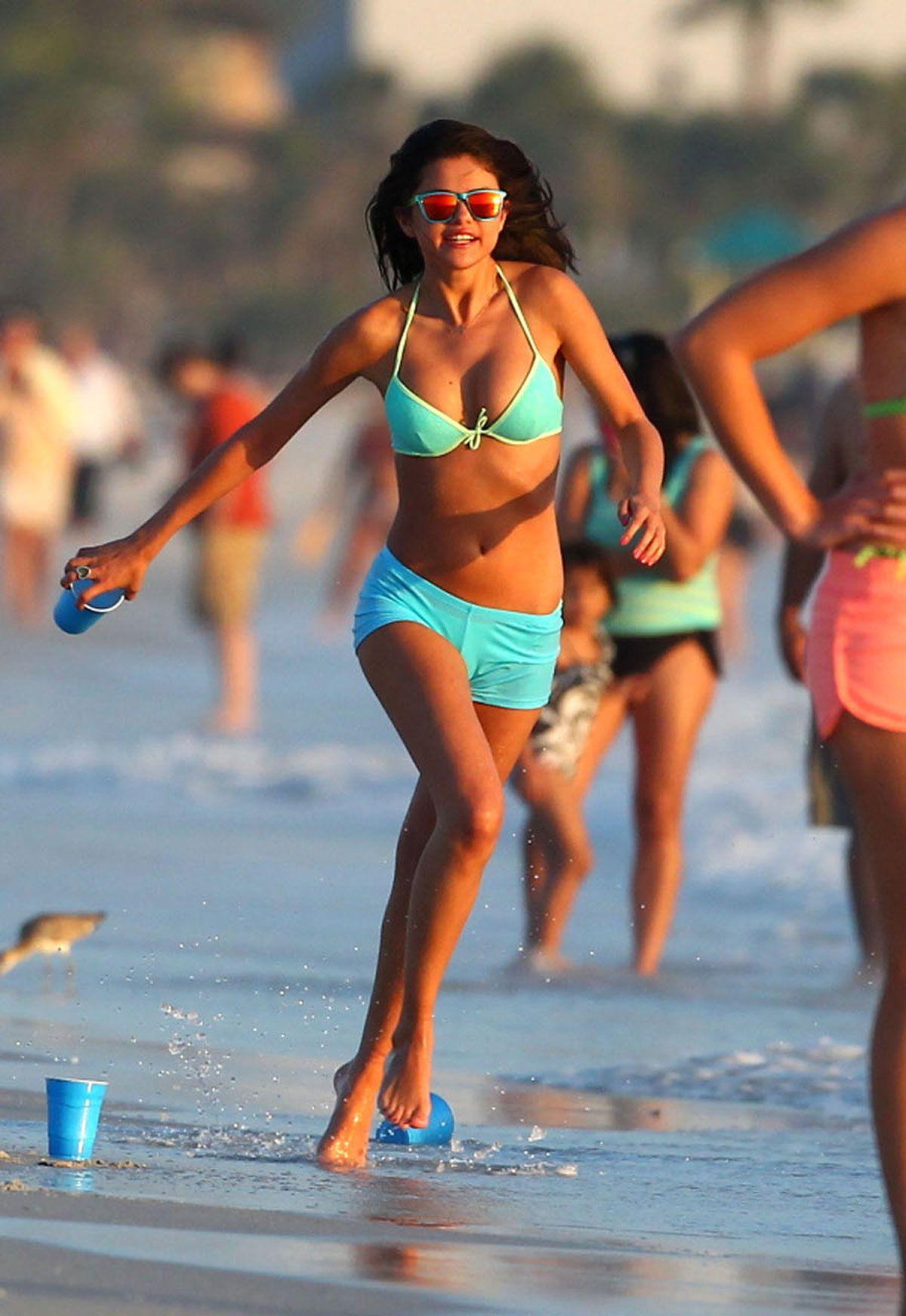 Selena gomez very sexy-7836