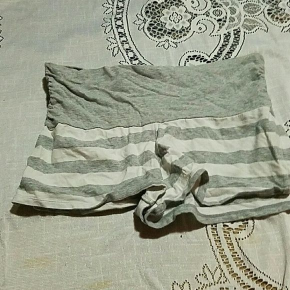 Gray and white cotton shorts Adorable gray and white yoga cotton stretchy shorts size small Shorts