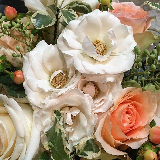 Textural #rose arrangement #rennyandreed