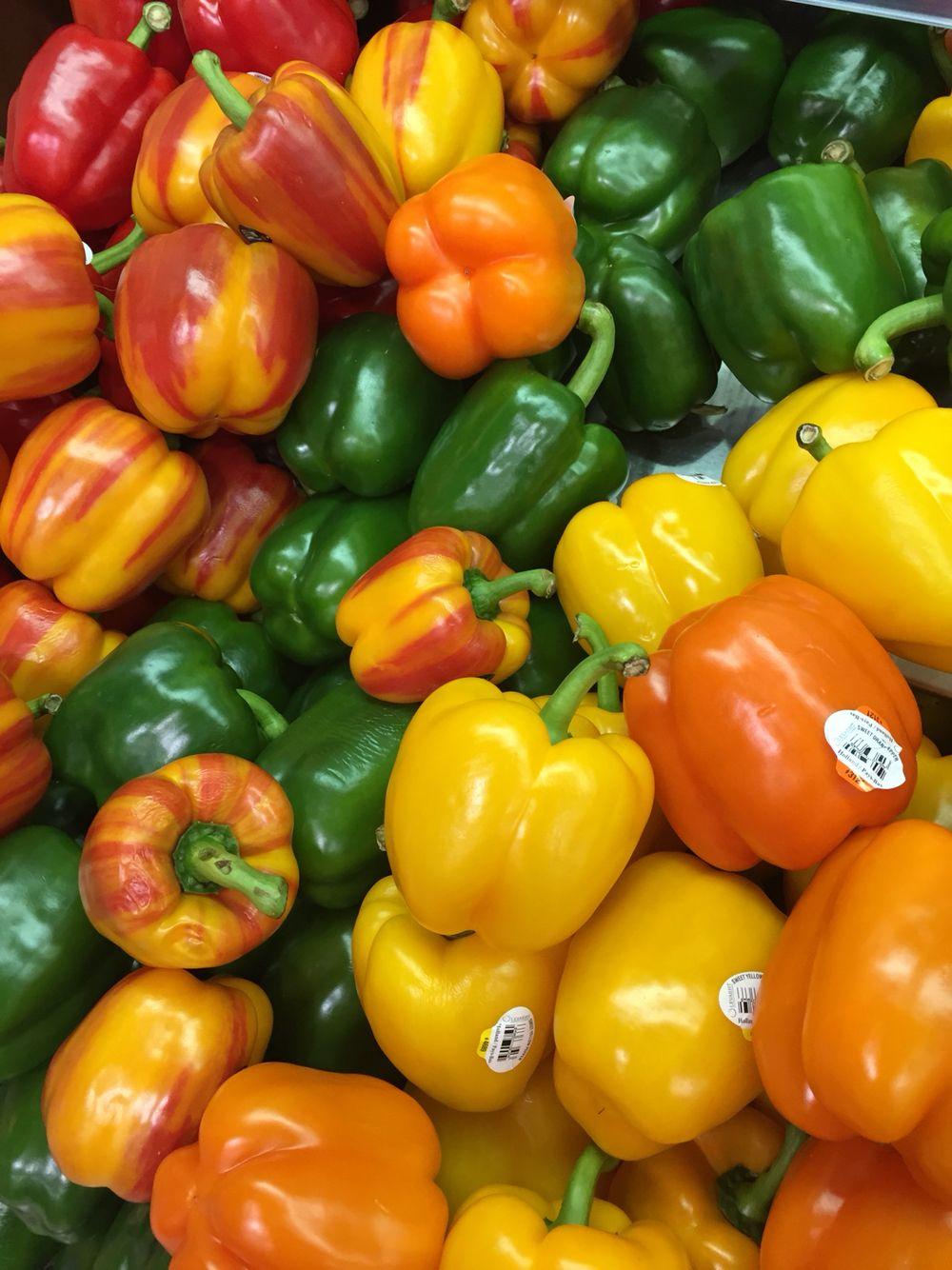 Lovely peppers!! #dubaimall #supermarket #strollingaround 😄
