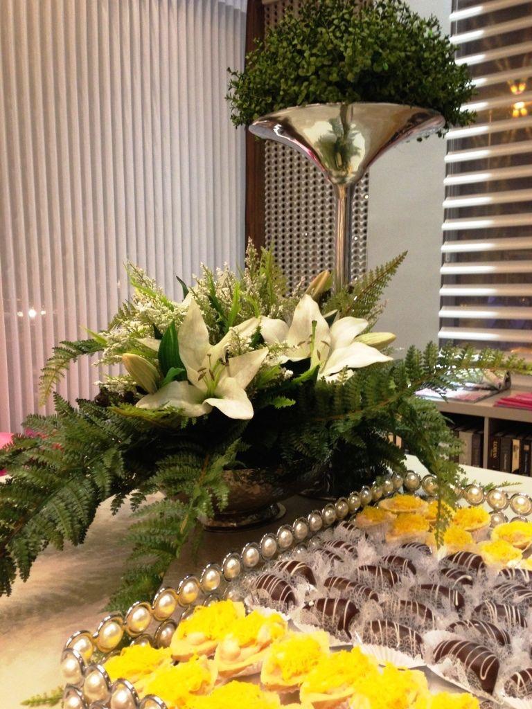 Delicia de mesa! Uma mesa decorada dá mais sabor ao happy hour. Nesta composição, nós optamos por mesclar peças sofisticadas com  arranjos  mais despojados. Tudo by Marche! O que achou do resultado? #produtomarche #decoracao #mesadecorada #marcheobjetos