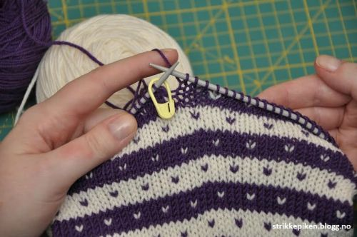 Photo of Hvordan strikke striper rundt, uten å få hakk i begynnelse og slutten av omgangen?