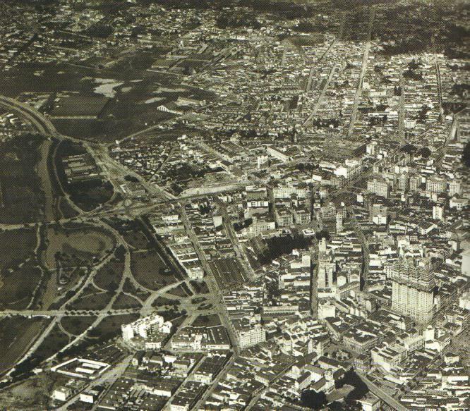 centro de São Paulo na década de 30, vendo-se à direita o Martinelli // O edíficio Martinelli – São Paulo   THE URBAN EARTH