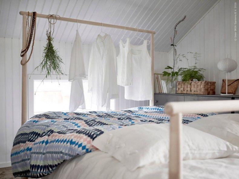 GJÖRA sängstomme Den höga delen av sängen kan användas både som klädstång och rumsavdelare