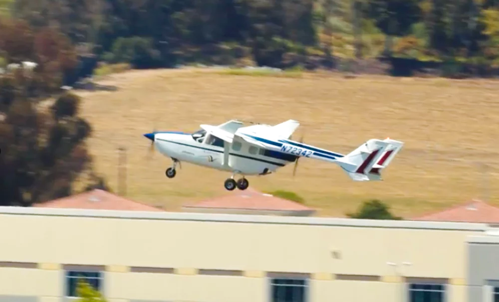 First Public Flight For Largest Hybrid Electric Plane To Ever Take To The Skies Electric Aircraft Light Sport Aircraft Fighter Jets