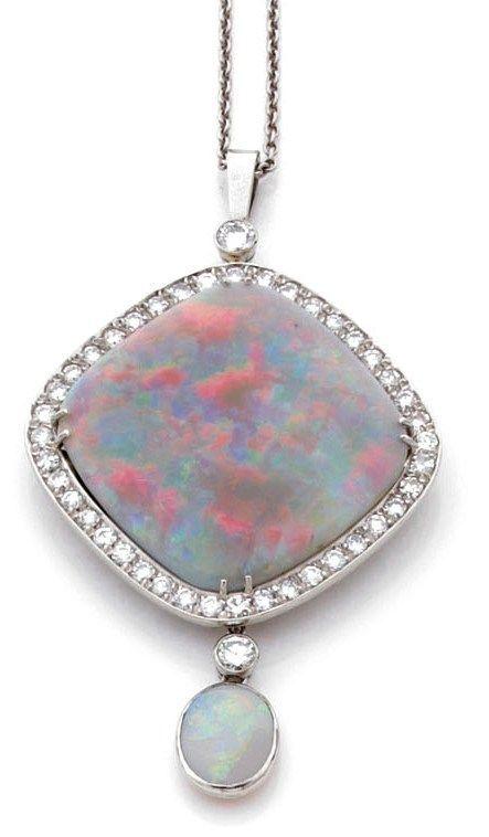 Pendentif en or gris serti d'une opale