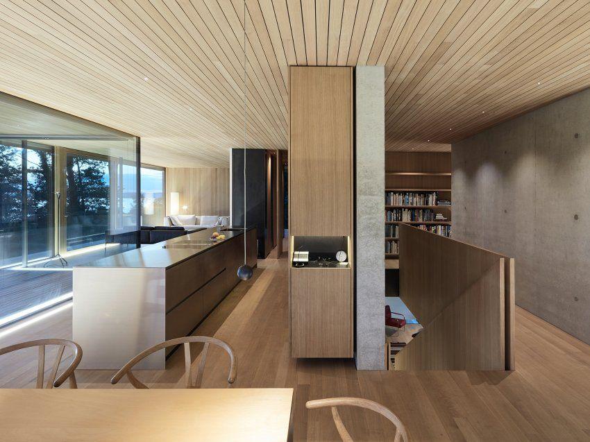 Den Materialkanon aus Beton, Glas und Holz haben die Architekten von