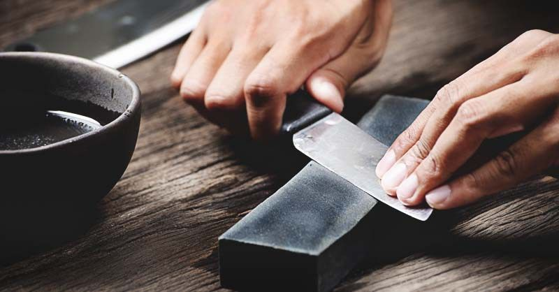 how to use a whetstone for sharpening knives