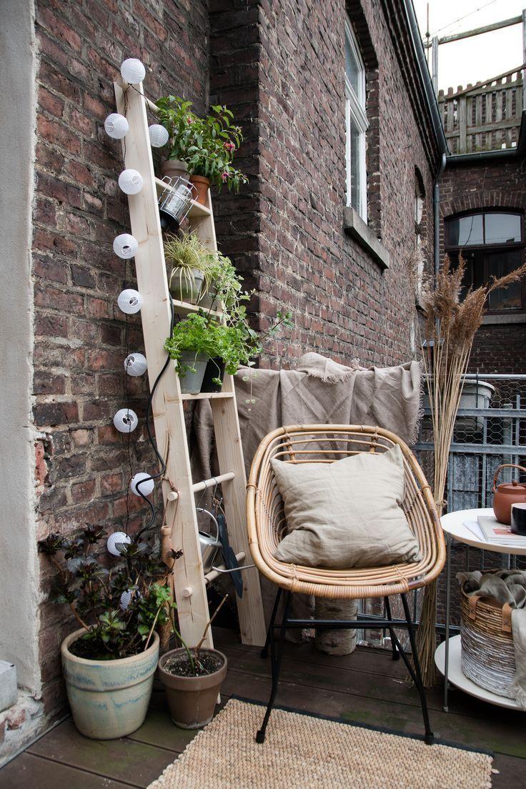 Photo of Süße Idee für den Balkon l Leiter aus Holz für Pflanzen #Balcony Garden #Bal…