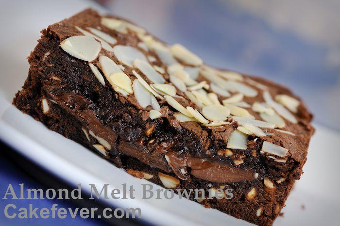 Bila Dibelah Bagian Dalam Chocolate Filling Akan Terlihat Fudge Almond Camilan