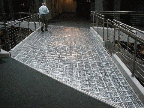 sol briques de verre - pour terrasse au dessus escalier descente