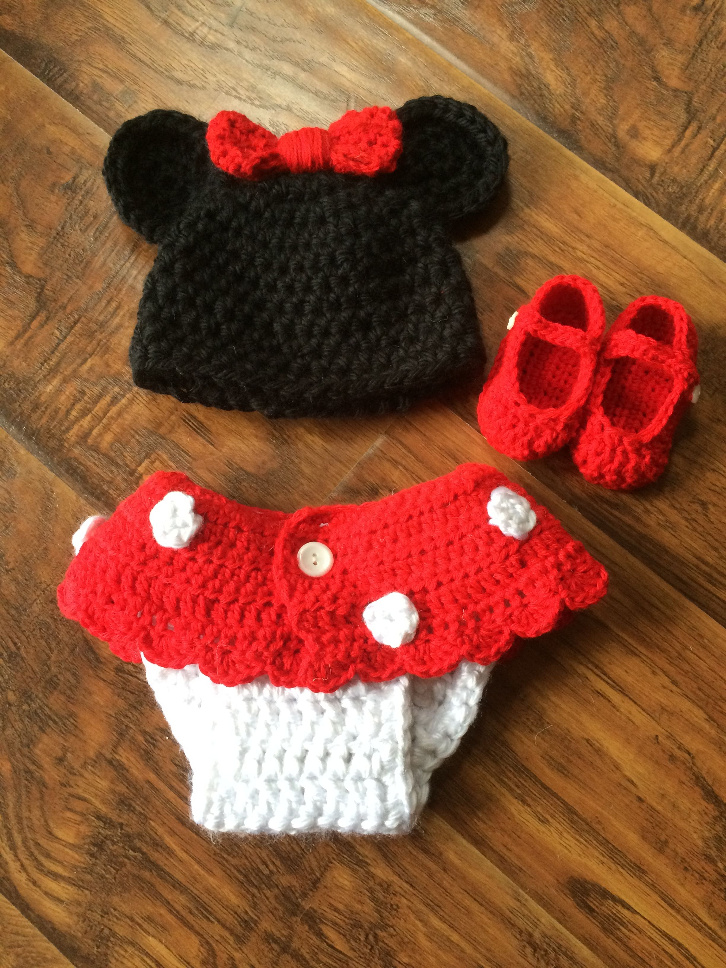 Newborn Minnie outfit for prop photo crocheted