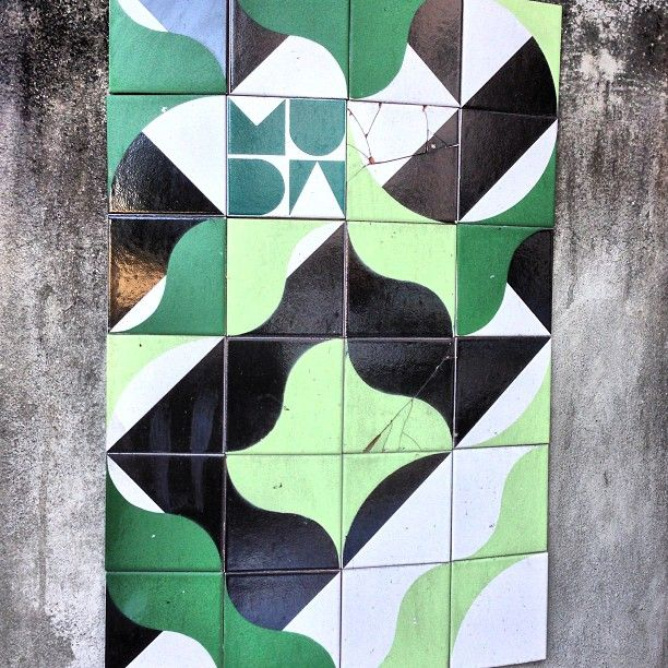 More details of the work, place and artist: http://streetartrio.com.br/artista/coletivo-muda/compartilhado-por-streetartrio-em-aug-26-2013-1956/ /  #coletivo #streetartrio #streetphotography #buildinggraffiti #graffitiart #art #streetart #handmade #street #graff  #urban #wallart #spraypaint #aerosol #spray #wall #mural #murals #painting #arte #color #streetartistry #artist #grafiti #urbano #rue #guerillaart